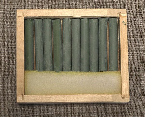 Соус серо-зеленый в деревянных пеналах (10 кар) border=