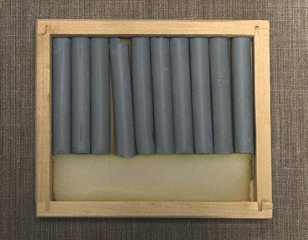 Соус серый светлый в деревянных пеналах (10 кар) border=